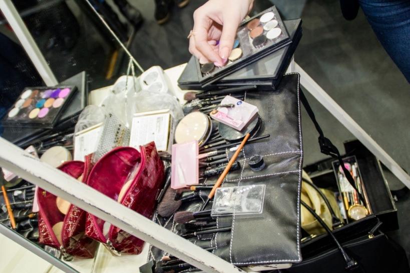 Вы просматриваете изображения у материала: VIII чемпионат по парикмахерскому искусству и визажу в Оренбурге